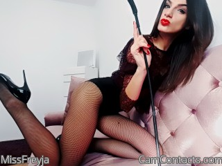 Dark chat with Intensity Slut MissFreyja craves a sex slave